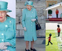 Elegancka królowa Elżbieta ogląda BEZ RODZINY paradę na cześć swoich urodzin (ZDJĘCIA)