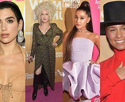 """Piosenkarki pozują na imprezie """"Billboardu"""": Dua Lipa, Cyndi Lauper, Ariana Grande, Alicia Keys... (ZDJĘCIA)"""