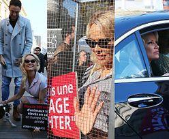 """Pamela Anderson """"WALCZY W KLATCE"""" na ulicach Paryża! (ZDJĘCIA)"""