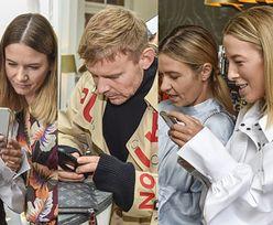 Zajęci (głównie telefonami) celebryci podziwiają kolekcję ubrań Małgorzaty Sochy (ZDJĘCIA)