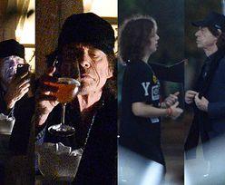 74-letni Mick Jagger spaceruje z synem po warszawskiej Starówce (ZDJĘCIA)