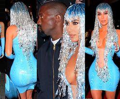 MET Gala Afterparty: Kosmiczna Kim w turkusie z naburmuszonym mężem pozuje paparazzi (ZDJĘCIA)