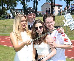 Małgonia z selfie stickiem kibicuje Radziowi na meczu (ZDJĘCIA)