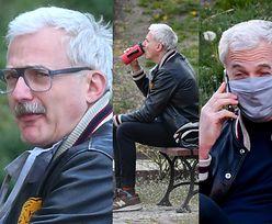 Wąsaty Hubert Urbański kontempluje przyrodę na ławce w parku (ZDJĘCIA)