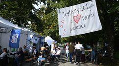 """Protest medyków. Białe miasteczko w Warszawie. """"Nie będzie pana premiera, nie będzie rozmów"""""""