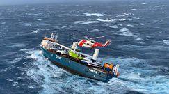 Załoga statku ewakuowana helikopterami. Nagranie z dramatycznej akcji ratunkowej