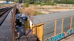 Rozpędzony pociąg pod niskim mostem. Świadek nagrał to telefonem