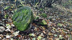 Opuszczony cmentarz w Kraśniku. Do dziś nagrobki służą za utwardzenie dróg