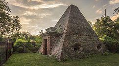 Piramida nieopodal Kluczborka. Niezwykły grobowiec niemieckiej rodziny