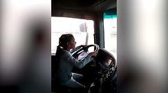 Dziecko za kierownicą ciężarówki. Niebezpieczna sytuacja na autostradzie