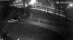 Podpalenie samochodu w Karpaczu. Nagranie z monitoringu