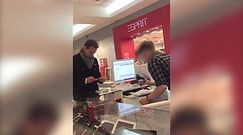 Piotr Kraśko kupuje iPhone?a w centrum handlowym