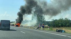 Pożar samochodu na A2. Gęsty dym nad autostradą