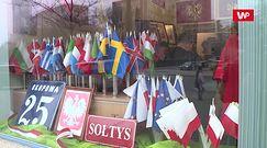 Gigantyczna kolejka w Warszawie. Po flagę trzeba stać nawet półtorej godziny