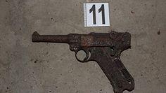 Arsenał z II wojny światowej w bloku. Zaskakująca interwencja policji w Krakowie