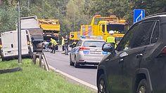 Wypadek na DK86 pod Tychami. Tir wylądował w rowie