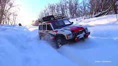 Kolizja z karetką pogotowia, przejażdżka klasyczną wyścigówką i miniaturowe terenówki w śniegu