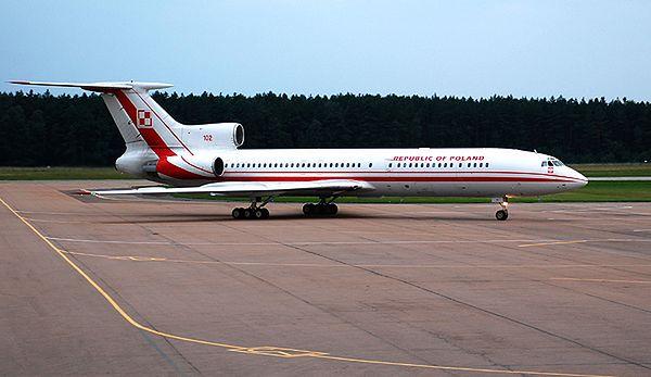 Polski Tu-154M o numerze bocznym 102. Bliźniaczy samolot, tylko o numerze 101, rozbił się w Smoleńsku