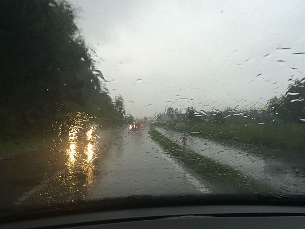 Krakowianie będą zbierać deszczówkę. Zapobiegnie to powodziom?