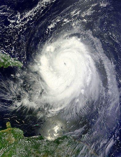 Tej nocy huragan Earl może zaatakować wybrzeże USA