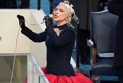 """Lady Gaga """"przyłapana"""" na czułościach z chłopakiem. Internauci pytają o maseczki"""