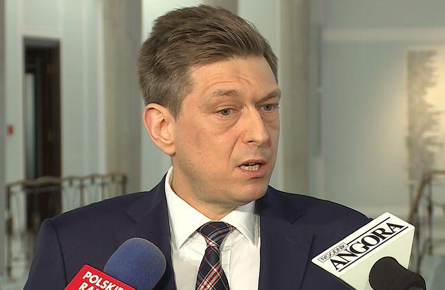 Mariusz Witczak ironizował, że PO chce pokazać skromność i pokorę PiS