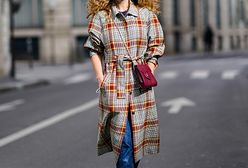 Ten płaszcz będzie hitem jesieni! Ma modny wzór i kosztuje mniej niż 120 zł