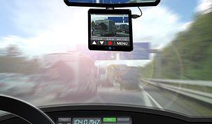 Dlaczego warto montować monitoring w samochodach?