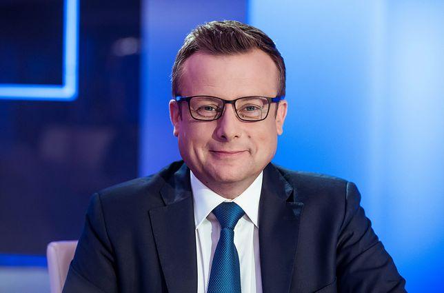 """""""Skandaliczne słowa"""". Dziennikarz TVP Info przewrotnie przeprasza"""