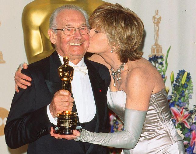 Andrzej Wajda i Jane Fonda po odebraniu Oscara za całokształt twórczości, 2000 r.