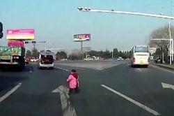 #dziejesiewmoto [292]: dziecko w niebezpieczeństwie, szczęście na autostradzie, polskie drogi