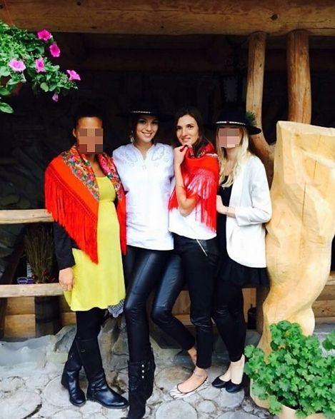 Paulina Krupińska z przyjaciółkami