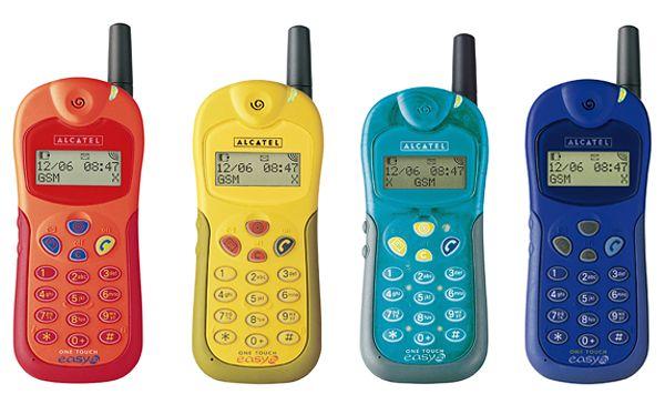 Alcatel One Touch Easy DB zawierał wbudowany zestaw głośnomówiący. Kolorowe szaleństwo jednak szybko przeminęlo.