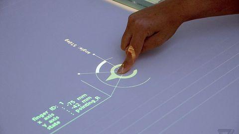 Prototypowy projektor Sony każdą powierzchnię zamieni w interfejs dotykowy