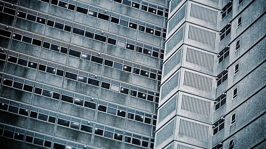 Design aplikacji mobilnych: a gdyby tak brutalizm zamiast infantylizmu?