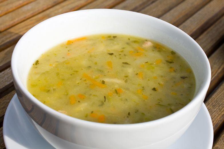 Zupa ogórkowa inaczej. Doskonała na zimę