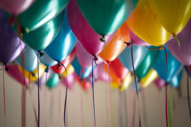 Życzenia urodzinowe. Wierszyki i życzenia, którymi zaskoczysz solenizanta