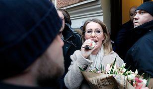 Ksenia Sobczak przemawia do swoich sympatyków