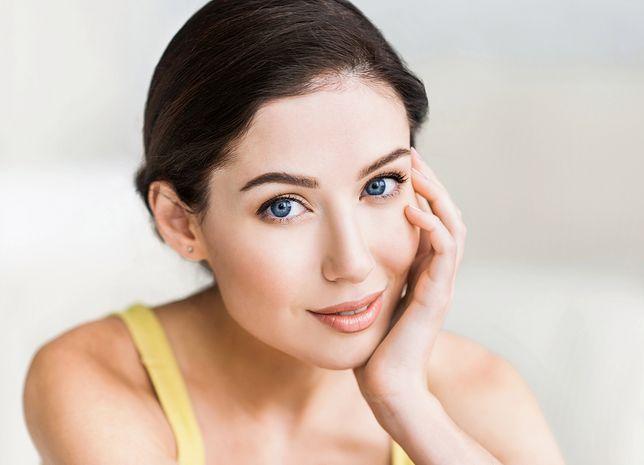 Makijaż w stylu babyface – doskonale rozświetlona twarz, nawet jesienią