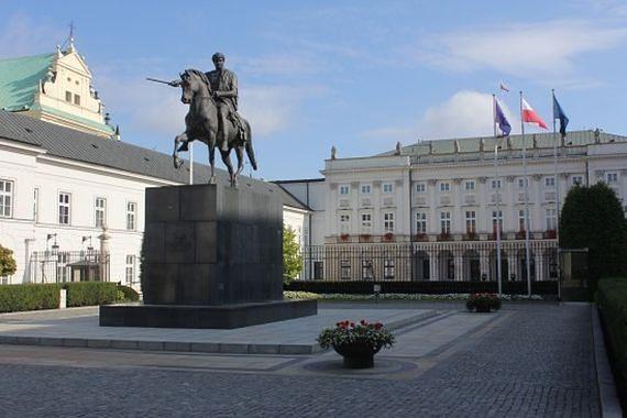 Polacy zabrali głos. Nowy sondaż w sprawie powstania pomnika Lecha Kaczyśkiego