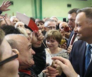 Sondaż. Wybory prezydenckie 2020. Prezydent Andrzej Duda nas spotkaniu z mieszkańcami Sochaczewa.