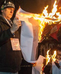 Jacek Międlar podpalił zdjęcie Tadeusza Mazowieckiego. Syn byłego premiera składa zawiadomienie