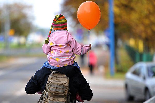 Kanada: większa pomoc ojca w wychowaniu dzieci oznacza więcej dzieci