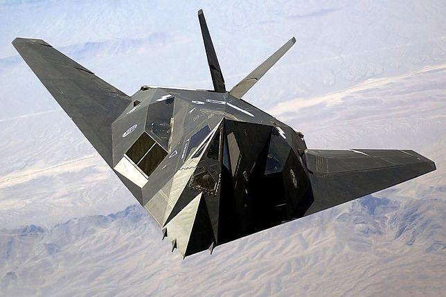 Trudno wykrywalny samolot F-117