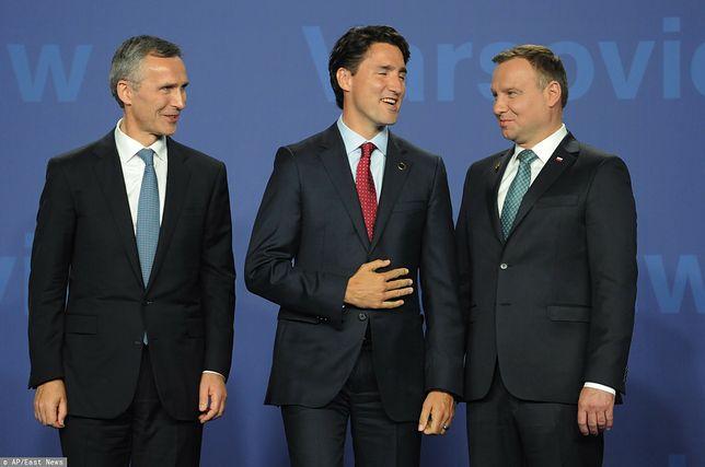 Na zdjęciu znajdują się (od prawej): sekretarz generalny NATO Jens Stoltenberg, premier Kanady Justin Trudeau i prezydent Polski Andrzej Duda. Cała trójka została wkręcona przez rosyjskich komików