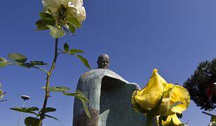 Burza po odsłonięciu pomnika JPII: to wstydliwe dzieło