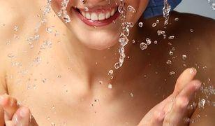 Podstawą w zapewnieniu sobie pięknej cery jest nawilżanie skóry - zarówno od wewnątrz, jak i od zewnątrz.