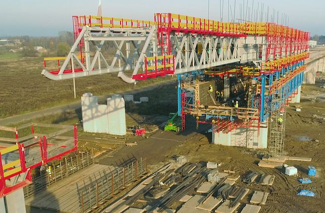 Południowa Obwodnica Warszawy rośnie coraz szybciej. Pojawiają się już pierwsze elementy Mostu Południowego, który ma być długi na 1,5 km