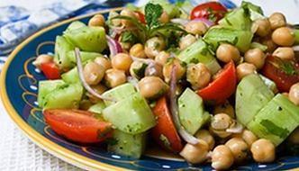 Fasola na talerzu: sycąca i pyszna sałatka