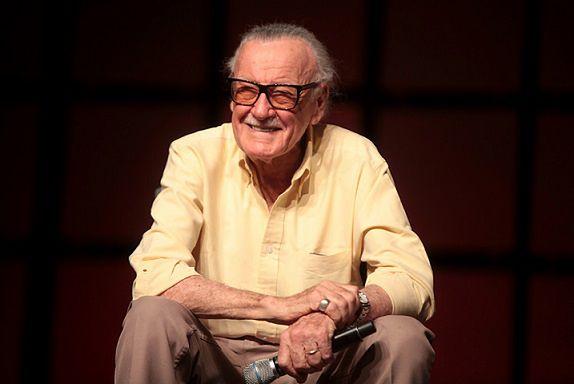 Stan Lee to rysownik, ikona popkultury, twórca postaci Spider Man, X-Men, Hulk. Daredevil i innych
